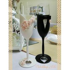 Krém virágos esküvői poharak