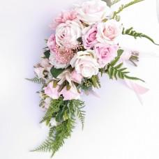 Csepp alakú selyemvirágos menyasszonyi csokor