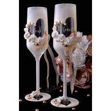 Fehér-ekrü pezsgős pohár