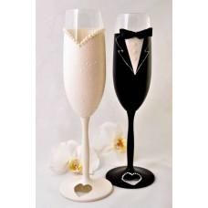 Menyasszony vőlegény pezsgős poharak