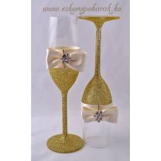 Csillogóan arany poharak
